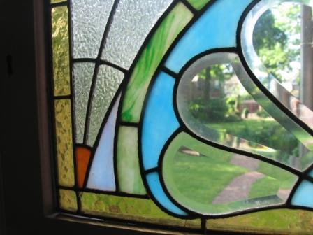 Tuin door glasraam in voordeur